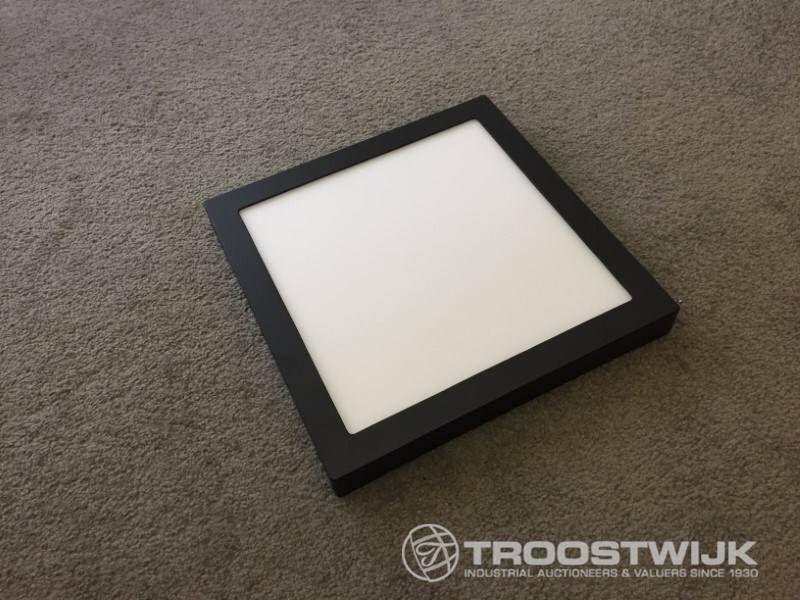 24W mattschwarzes Quadrat 3-in-1-CCT-Schalter, oberflächenmontierte LED-Panels