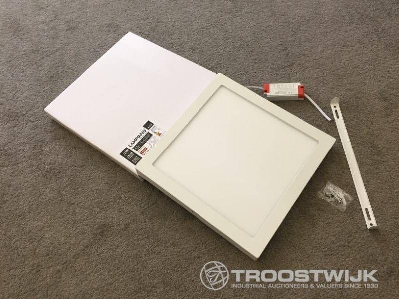 24W, mattweißes Quadrat, 3-in-1-CCT-Schalter, oberflächenmontierte LED-Panels