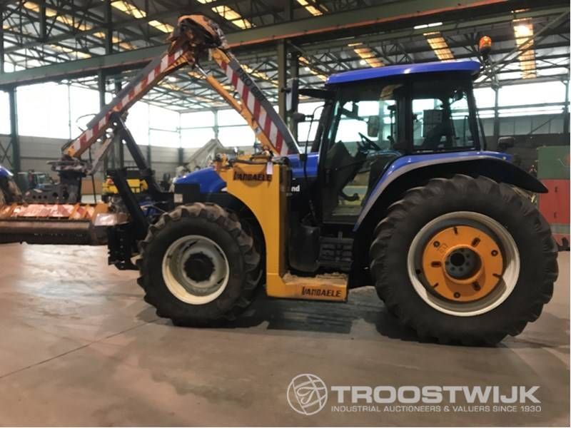 Traktor mit Allradantrieb