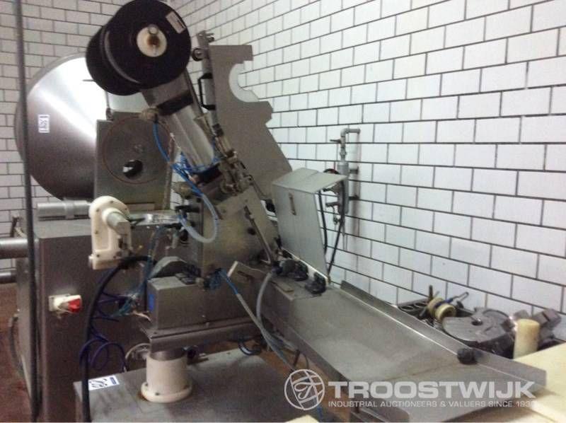 Schermaschine für krapfenförmige Salamis