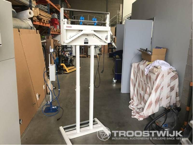 Verpackungsmaschine zum Aufhängen von Kleidung