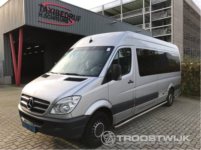 Taxibus für 9 Personen (Rollstuhlfahrer)