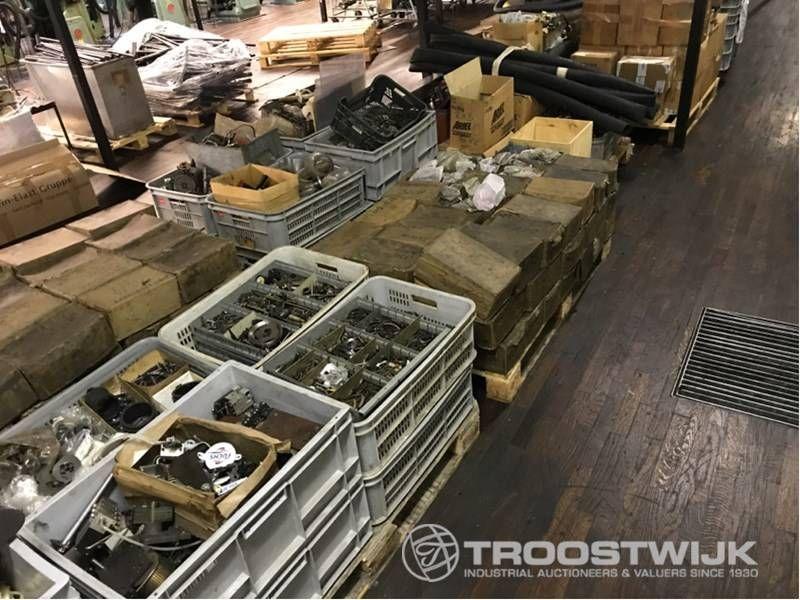 Ersatzteile und Werkzeuge