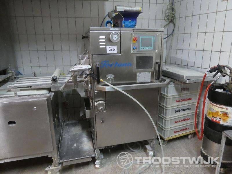 Teigteil- und Strickmaschine