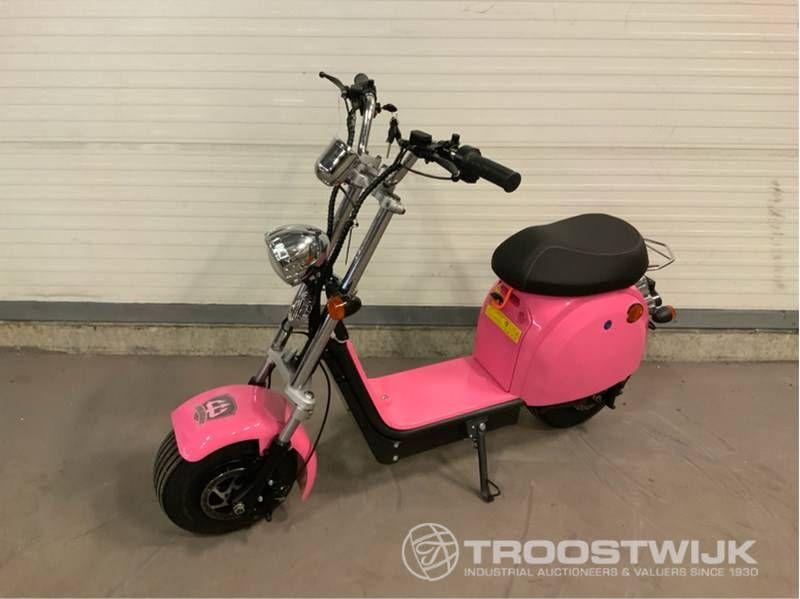 Elektro-Roller Front- und Heckantrieb