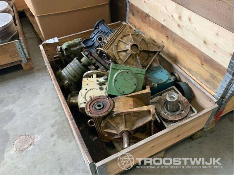 viele verschiedene Getriebemotoren