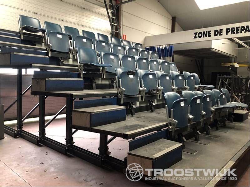 Tribüne mit 34 Sitzplätzen
