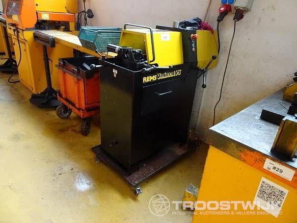 Fadenabschneidemaschine