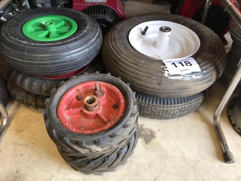 2 keine Hughes-Räder und Vollreifen, 1 keine 4,8-Räder und Reifen, 1 keine 4,8-8-Schubkarre und Reif