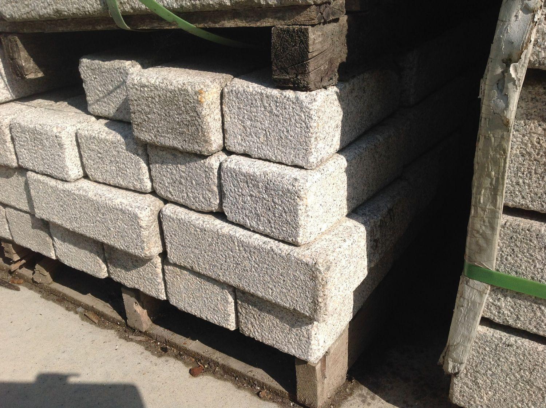 119 Stück Palisade 12x8x25 hellgrauer Granit
