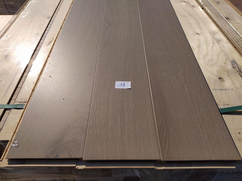 109m2 mehrschichtiger Parkettboden aus Eichenholz