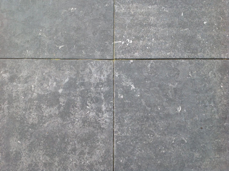 23,74 m² Fliese 60x60x3 dunkelblauer Kalkstein