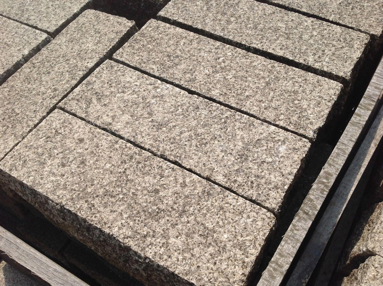 25 Stück Pallisade / Bordstein 12x14x37 Granitgelb
