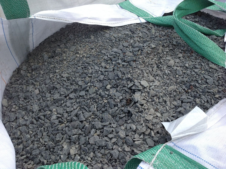 1 Tonne Basalt gespaltenes Anthrazit 0/15 - ± 0,65 m³