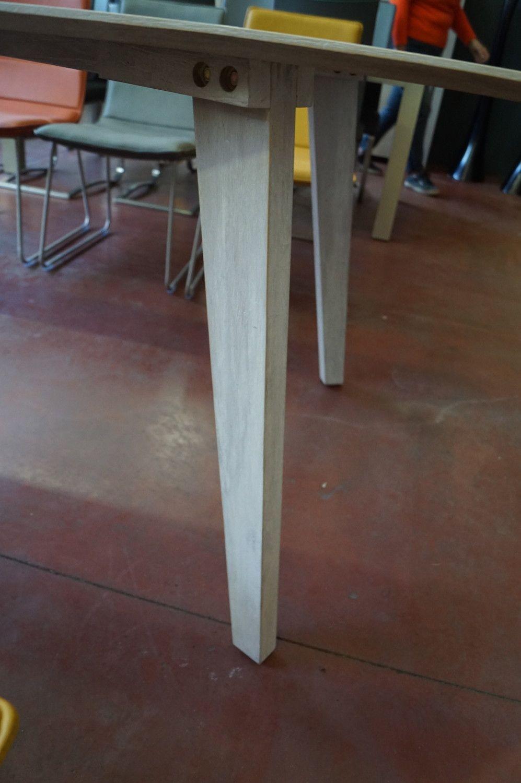 1 Innenraum Tisch Teak grau waschen