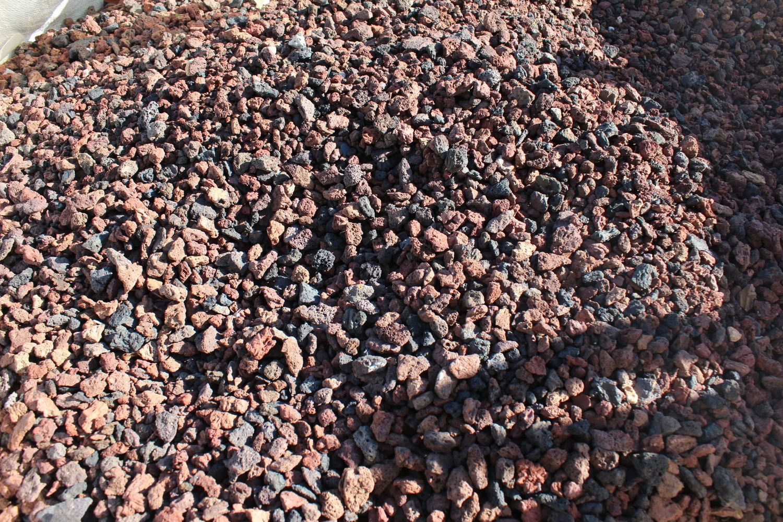 2,4 Tonnen Lava gespalten 0/12 - 2m³