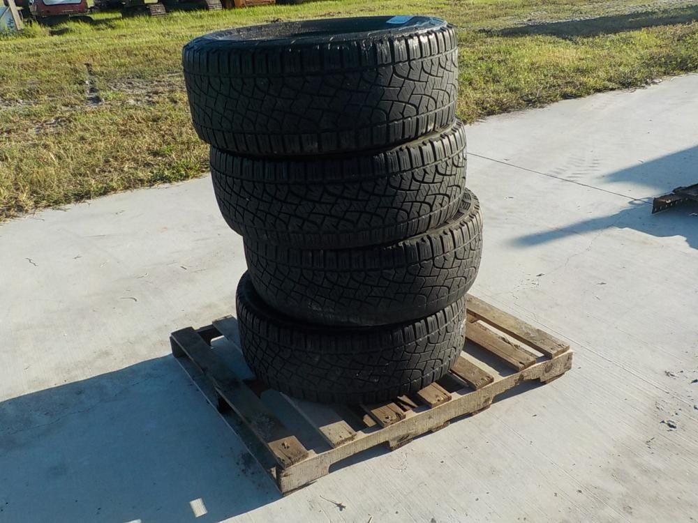 Pirelli Reifen, 325 / 60R20, 50% ohne Felgen (4 von)